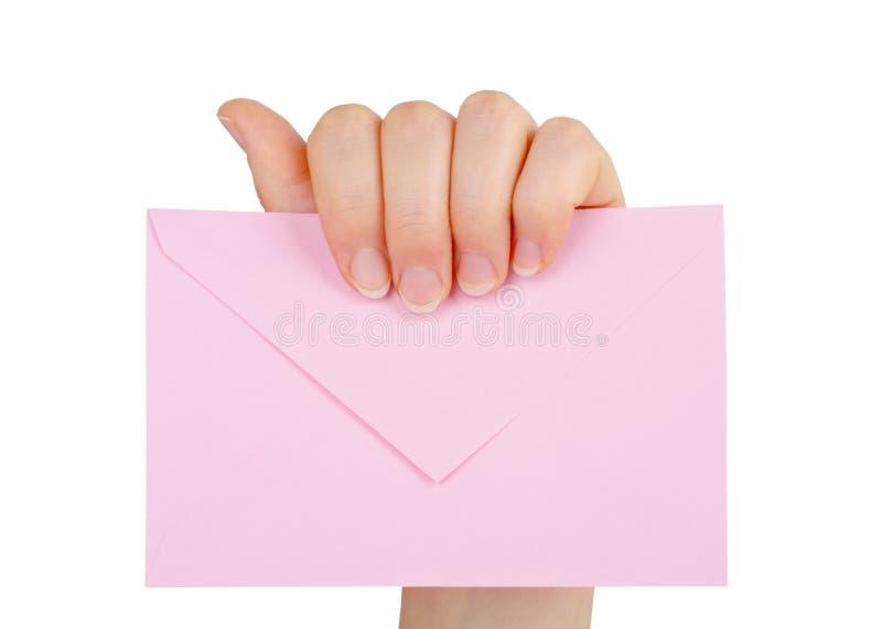 A mão da mulher que mantém um envelope isolado imagens de stock royalty free