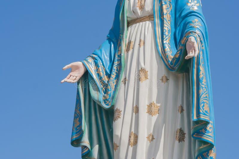 Mão da Virgem Maria abençoada em Roman Catholic Diocese que é lugar público na província de Chanthaburi imagem de stock