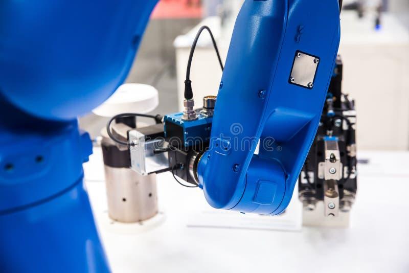 Mão de braço do robô imagens de stock