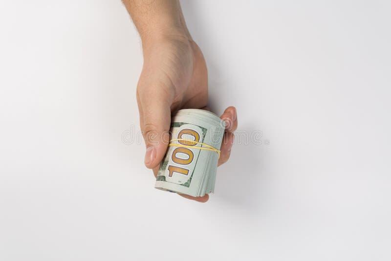 Mão do close up que dá o dinheiro a uma outra mão no fundo branco bribe foto de stock royalty free