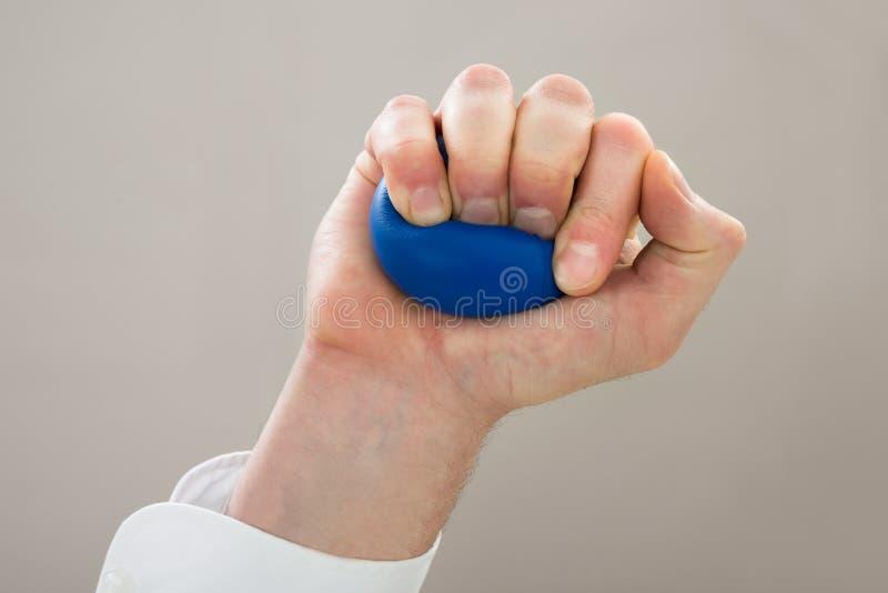 Mão do empresário com stressball foto de stock royalty free