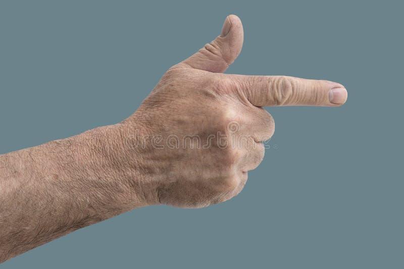 Mão do homem como uma arma isolada na cor pastel verde imagens de stock royalty free