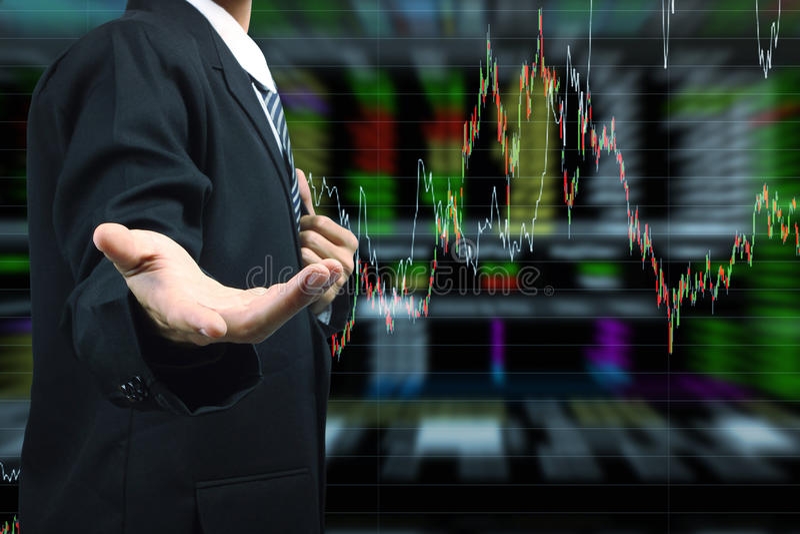 Mão do homem de negócio que guarda com fundo do gráfico do mercado de valores de ação ilustração stock