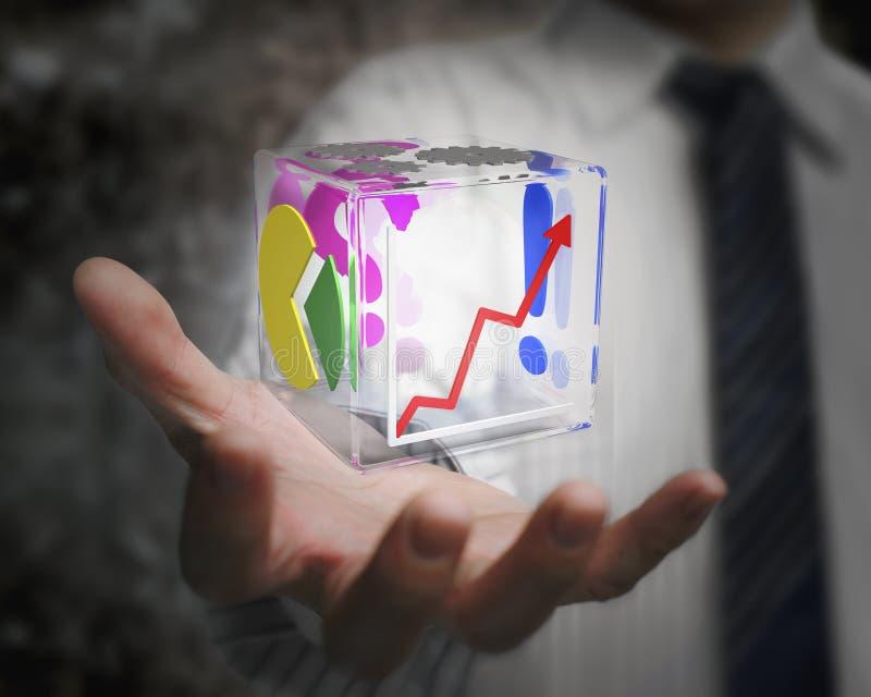Mão do homem de negócios que guarda cúbico de vidro transparente colorido fotos de stock royalty free