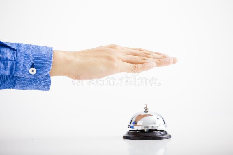 Mão do homem de negócios que soa o sino fotografia de stock