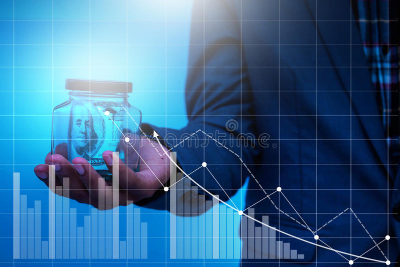 Mão do homem de negócios que trabalha com estratégia empresarial do computador imagem de stock royalty free
