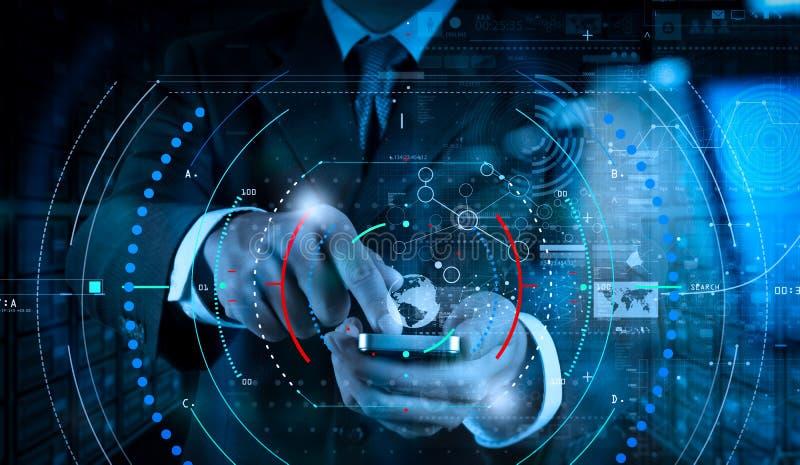 Mão do homem de negócios usando o telefone celular com efeito digital da camada como foto de stock