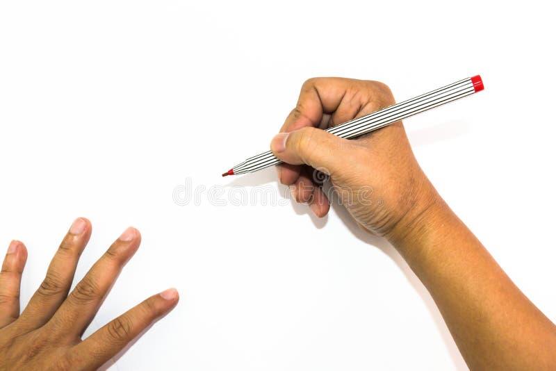A mão do homem está tirando com a pena de marcador vermelha imagem de stock