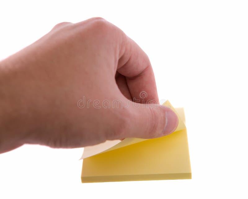 Mão do homem que rasga uma etiqueta. fotos de stock royalty free
