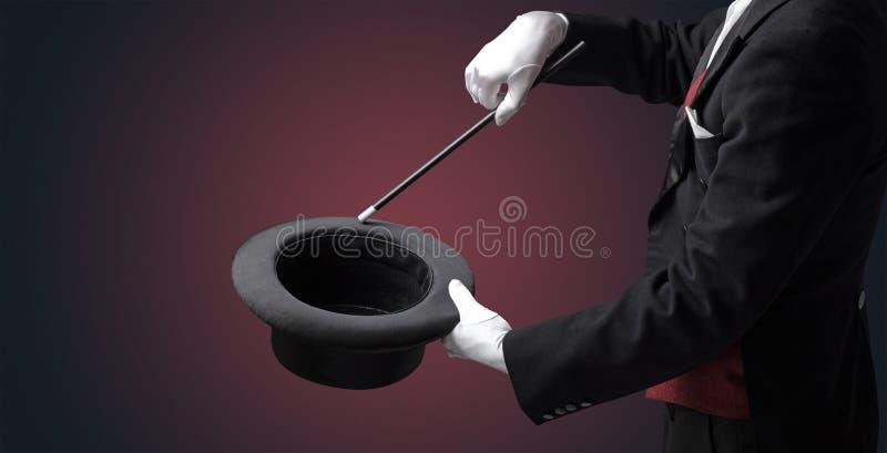 A mão do ilusionista quer s conjurar algo fotografia de stock