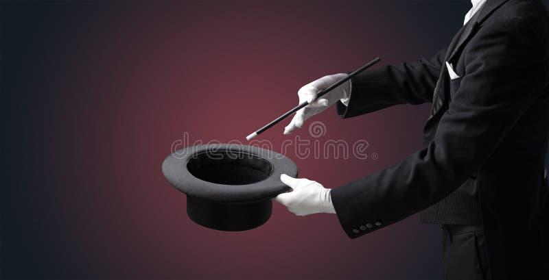 A mão do ilusionista quer s conjurar algo fotos de stock royalty free