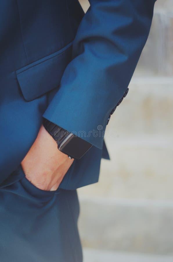 Mão do menino no bolso fotografia de stock