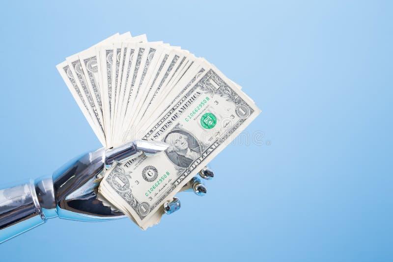 A mão do robô toma o dólar americano foto de stock royalty free