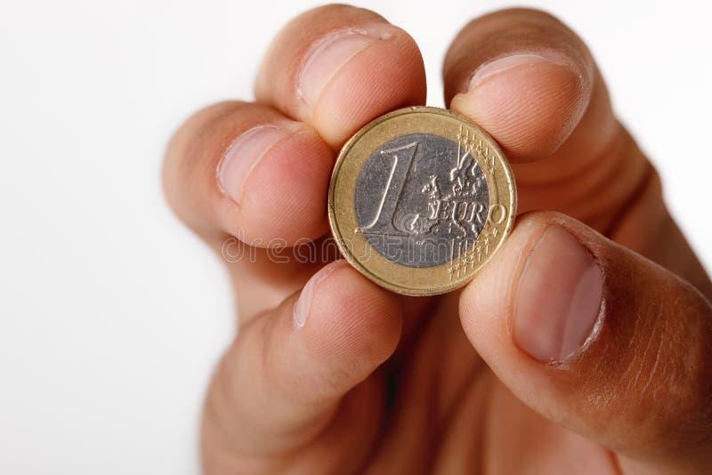 Mão do ` s do homem que guarda a euro- moeda fotos de stock royalty free