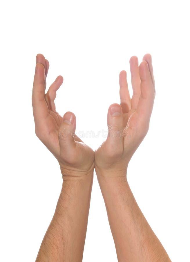 A mão dos homens dados forma poço que guarda algo foto de stock