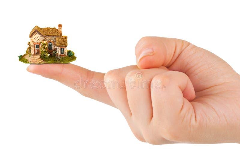 Mão e casa pequena imagem de stock royalty free