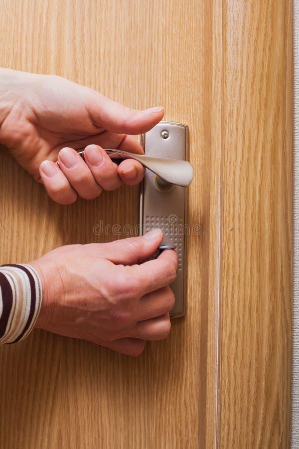 Mão e porta. imagens de stock royalty free