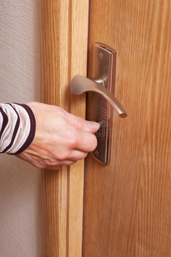 Mão e porta. foto de stock royalty free