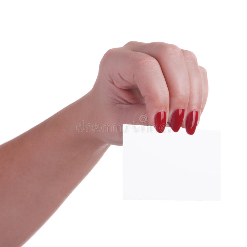Mão fêmea com os pregos vermelhos bonitos que guardaram um cartão foto de stock royalty free