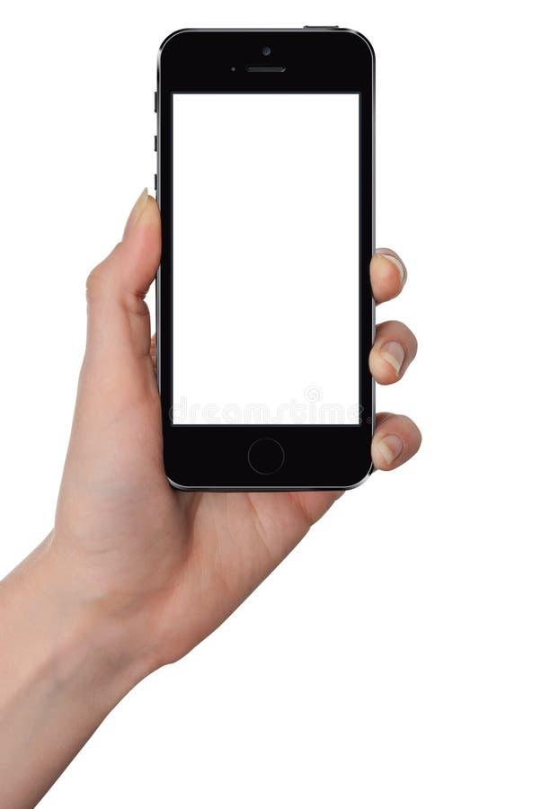 Mão fêmea isolada que guarda o telefone esperto