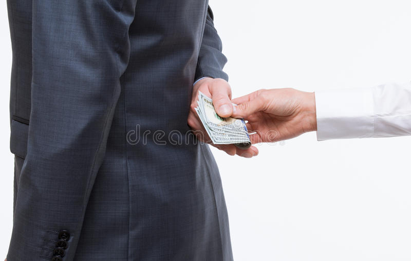 Mão fêmea que dá um subôrno ao homem de negócios fotos de stock royalty free