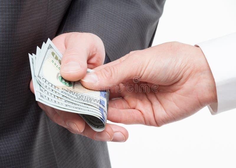 Mão fêmea que dá um subôrno ao homem de negócios foto de stock royalty free