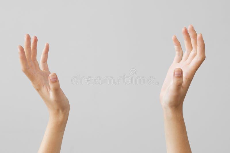 Mão fêmea que guarda algo no fundo isolado fotografia de stock