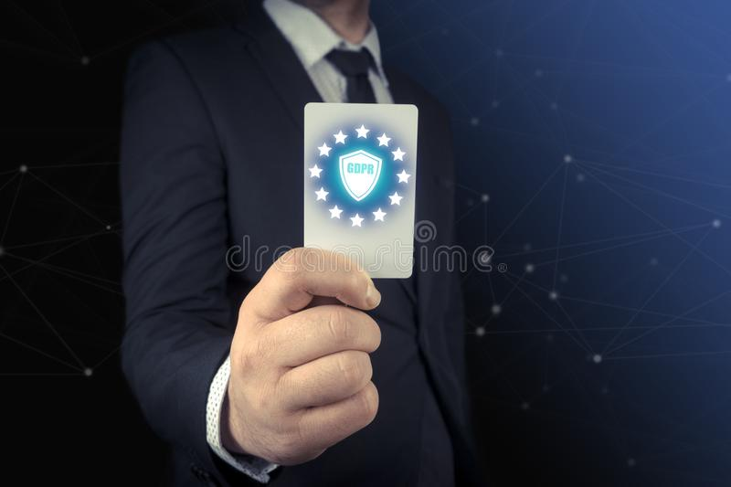 Mão humana com cartão branco GDPR, regulamento geral da proteção de dados imagens de stock royalty free
