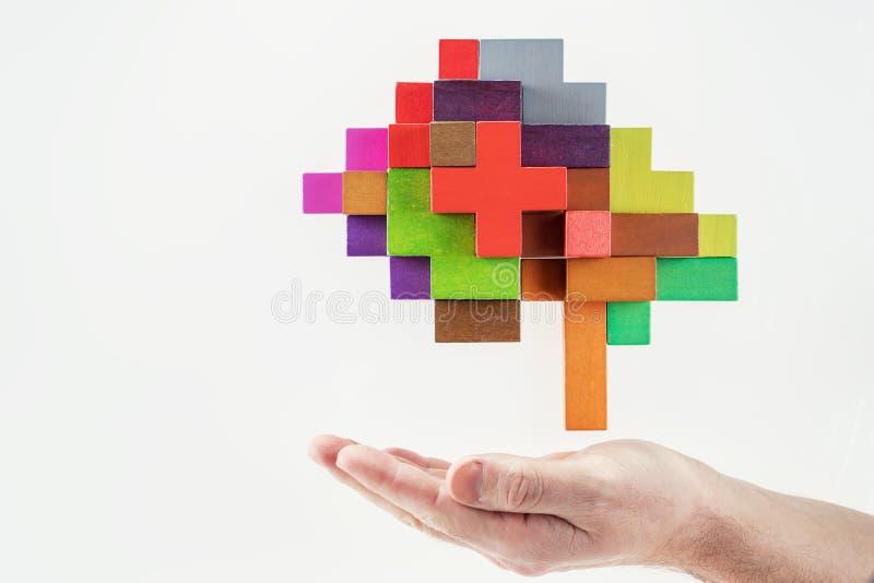 Mão humana que guarda o cérebro abstrato imagens de stock royalty free