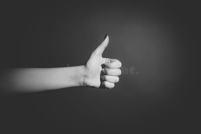 A mão humana que mostra o gesto gosta, APROVADO, super imagem de stock