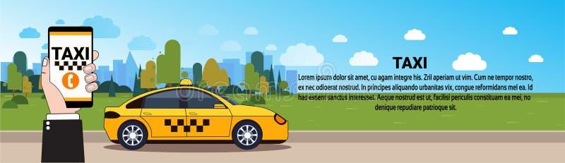 Mão móvel do serviço do táxi que guarda o telefone esperto com ordem em linha App sobre o carro amarelo do táxi na bandeira horiz ilustração royalty free