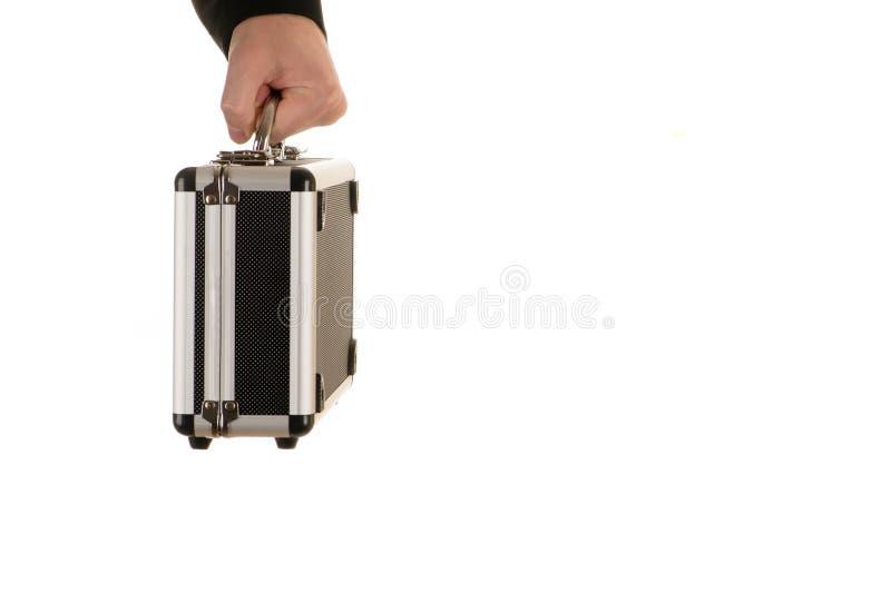 A mão masculina guarda uma caixa do metal foto de stock
