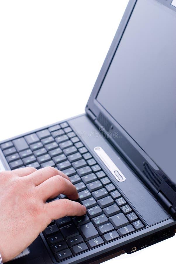 Mão masculina que datilografa em um portátil fotografia de stock