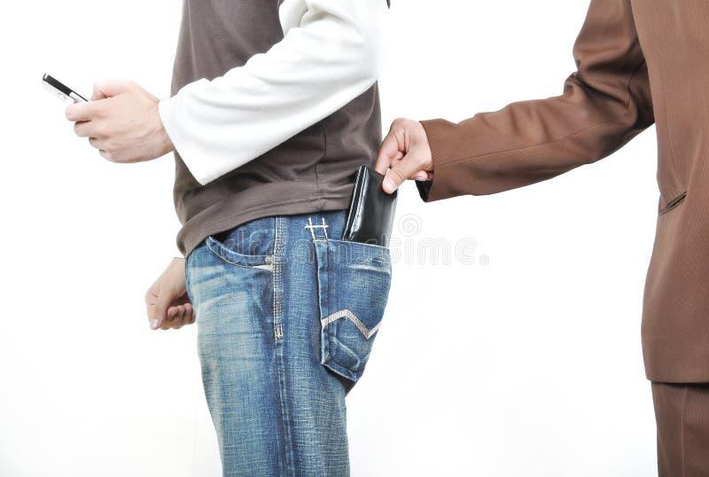 A mão masculina retira uma bolsa fotografia de stock