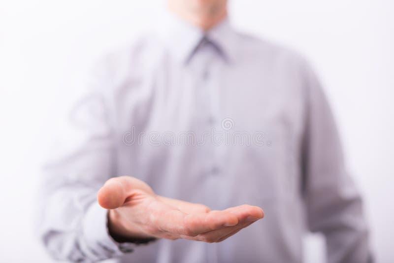 Mão masculina vazia que apresenta ou que guarda algo fotografia de stock royalty free