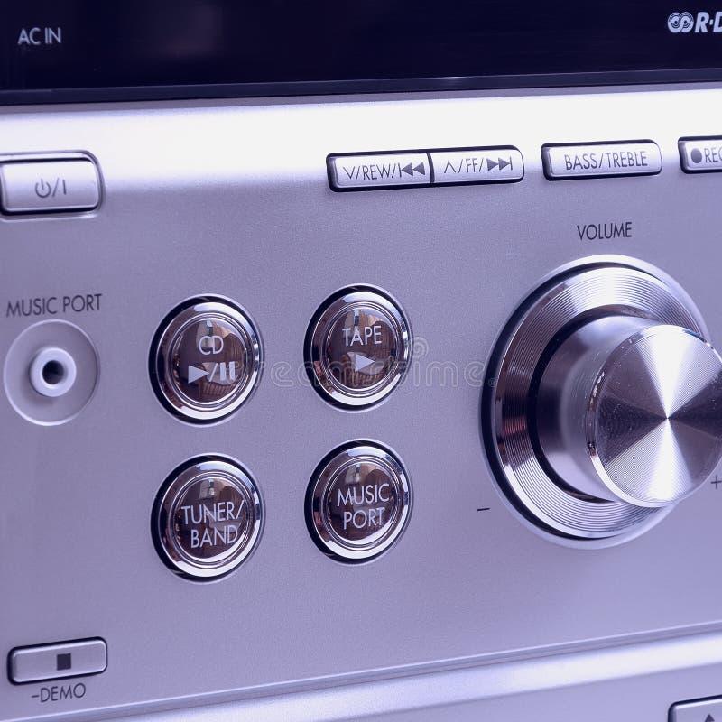 Mão no botão de controle do volume sadio imagem de stock royalty free