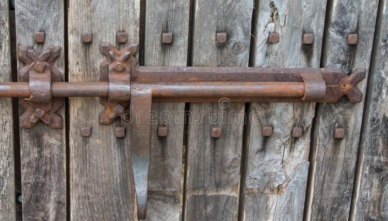 Mão oxidada da trava de porta do celeiro do metal forjada fotografia de stock royalty free