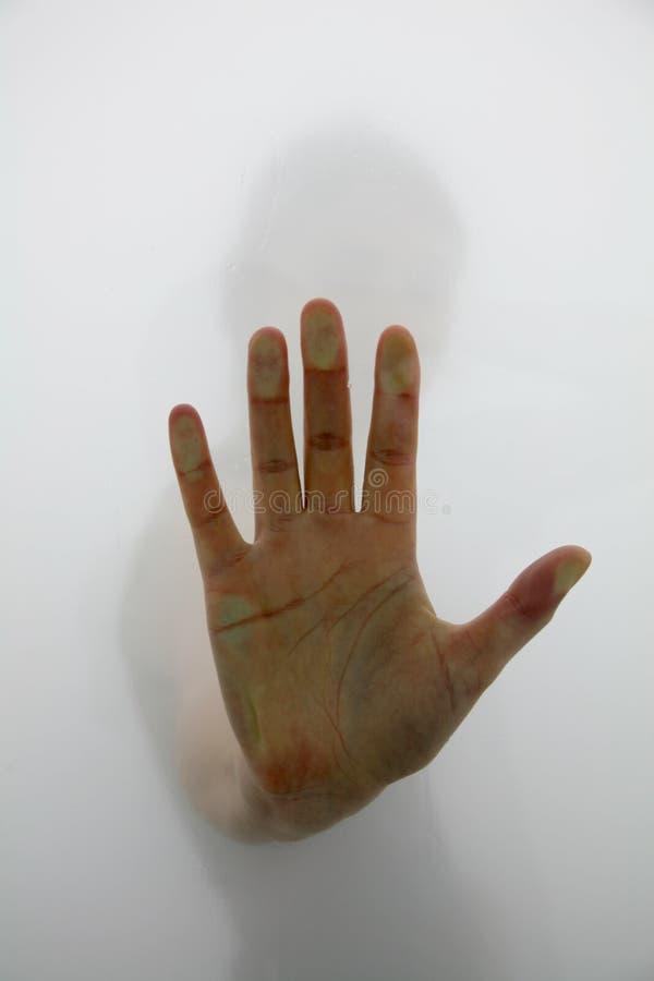 Mão que alcanga através da névoa imagens de stock