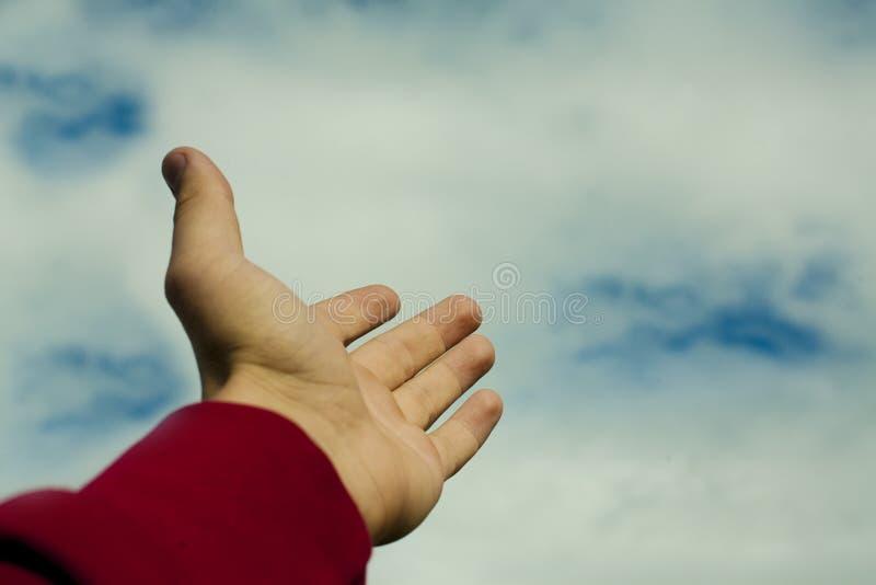 Mão que aponta ao céu imagens de stock