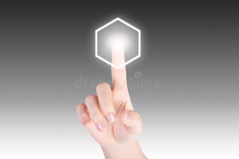 Mão que empurra o botão do hexágono com fundo da tecnologia imagens de stock royalty free