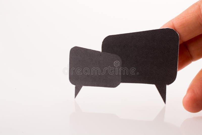 Mão que guarda caixas de diálogo imagens de stock