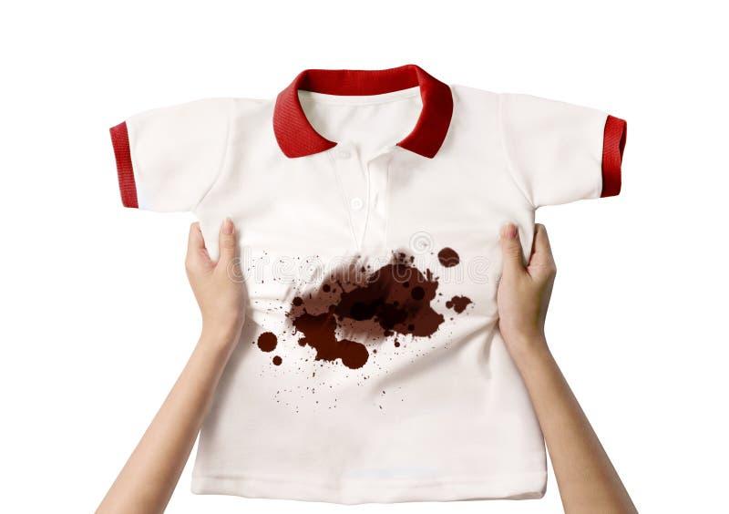 Mão que guarda a camisa suja imagem de stock royalty free