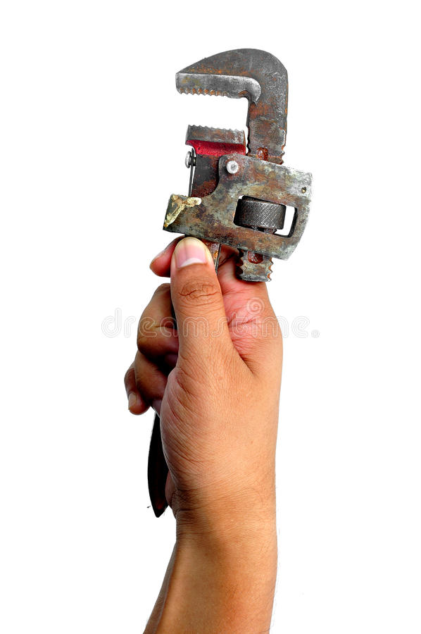 Mão que guarda a chave de tubulação imagens de stock