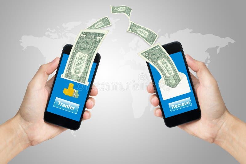 Mão que guarda o conceito móvel de utilização móvel da operação bancária imagens de stock royalty free