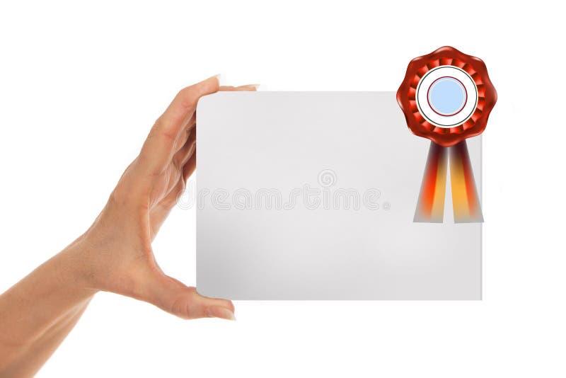 Mão que guarda o fundo de papel com etiqueta foto de stock royalty free