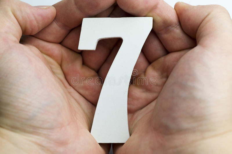 Mão que guarda o número sete imagens de stock royalty free