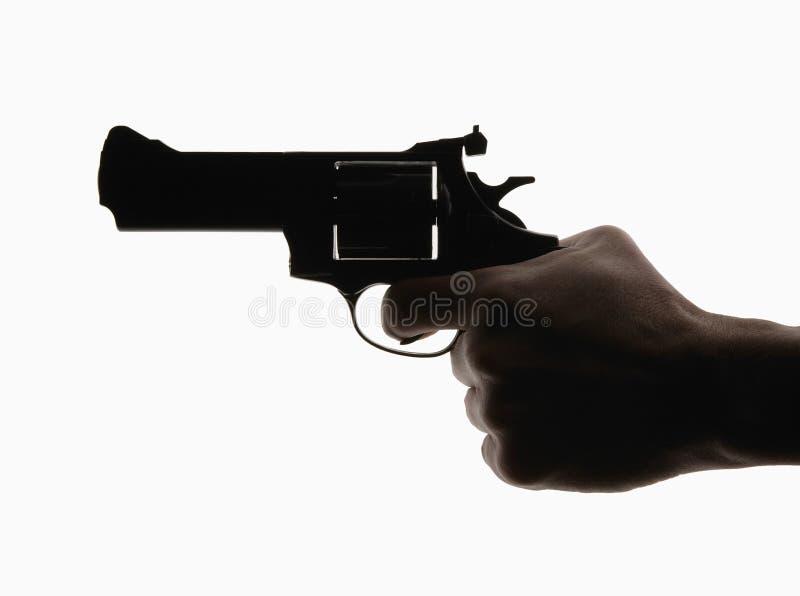 Mão que guarda o revólver fotos de stock royalty free
