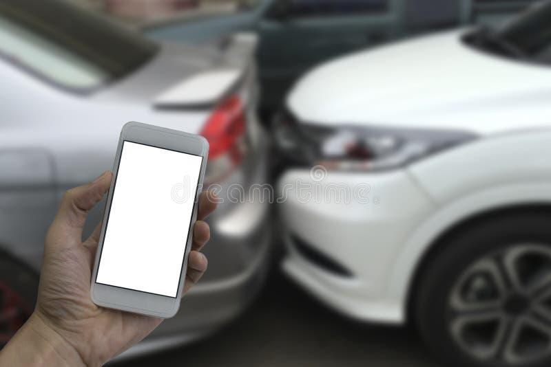 Mão que guarda o smartphone com a tela vazia branca foto de stock royalty free
