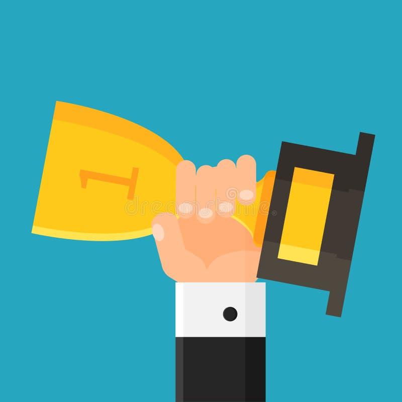 Mão que guarda o troféu vencedor Homem de negócios com copo do ouro concessão Primeiro lugar Estilo liso Ilustração do vetor fotos de stock royalty free