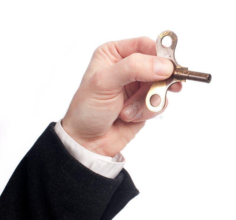 Mão que guarda uma dobadoura chave fotografia de stock royalty free